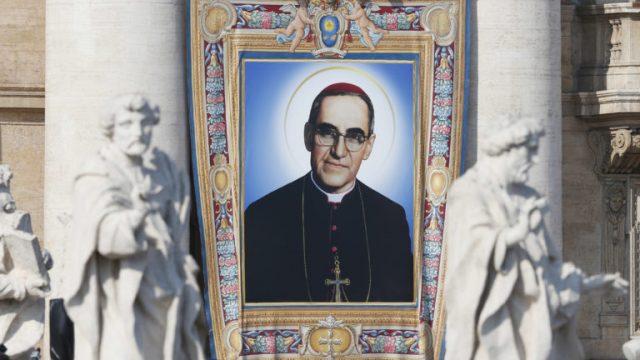 Seminaristas Salvadoreños de Bidasoa en la canonización de Mons. Romero